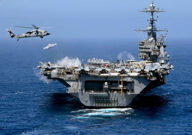 Ảnh: Độ hoành tráng của tàu sân bay Mỹ - 7