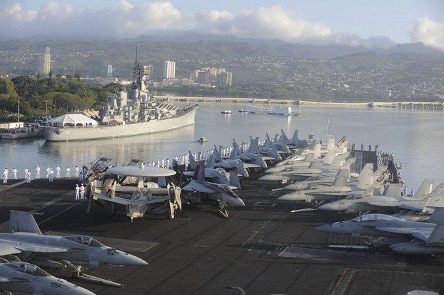 Ảnh: Độ hoành tráng của tàu sân bay Mỹ - 8