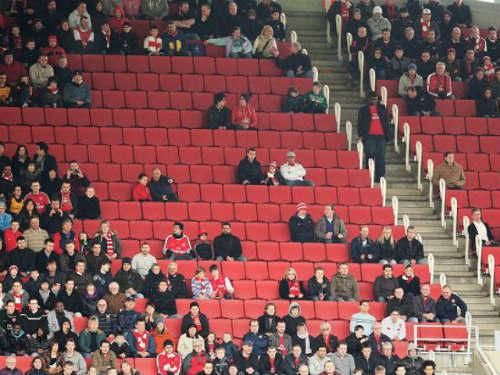 Phản đối Wenger, fan Arsenal tẩy chay Emirates - 1