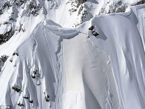Bàng hoàng: Mỹ nhân vùi mạng vì tuyết lở - 2