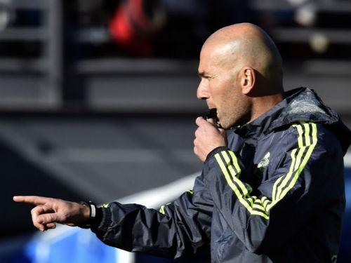 Real thăng hoa, Zidane vẫn sợ trắng tay - 1