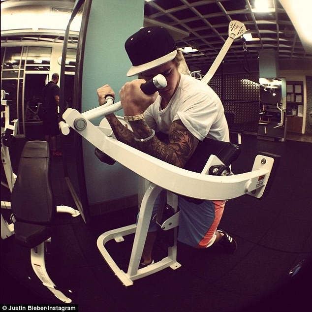 Hành trình 5 năm tạo cơ bắp 6 múi của Justin Bieber - 8