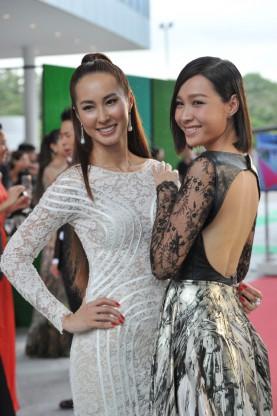 """Váy """"mặc như không"""" gây xôn xao thảm đỏ Singapore - 5"""