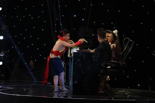 Con trai Hoài Linh khiến giám khảo hoảng sợ - 2