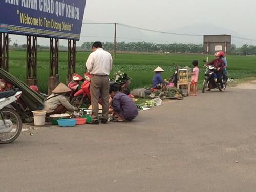 """Dân Hà thành """"săn"""" hàng quê, chuộng chợ cóc - 1"""