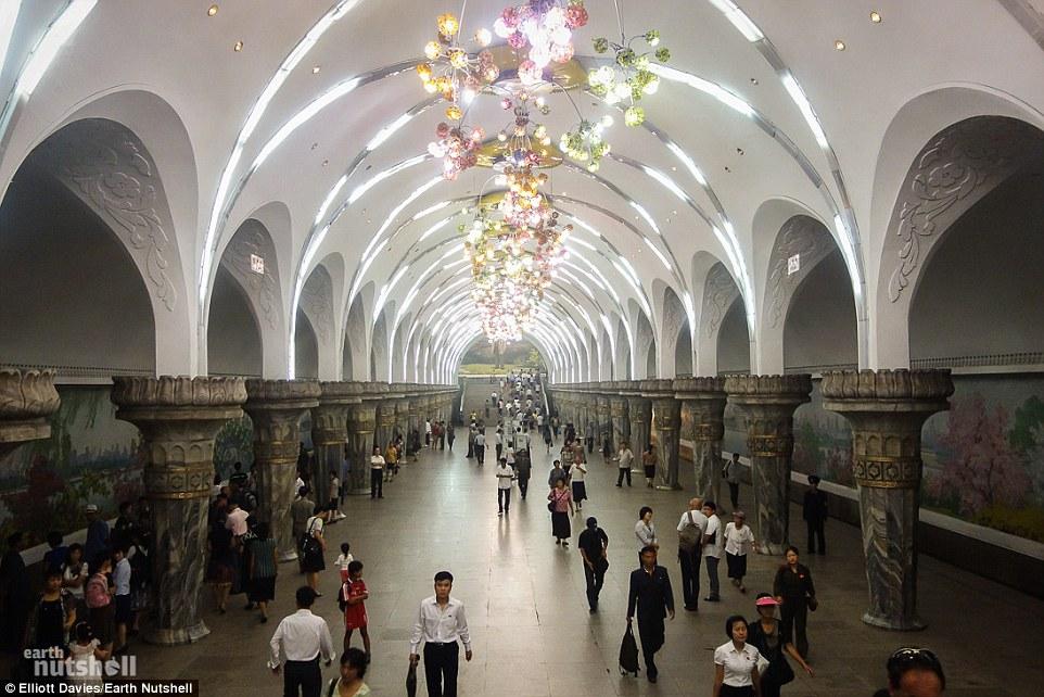 Bất ngờ hệ thống tàu điện ngầm bí mật ở Triều Tiên - 1