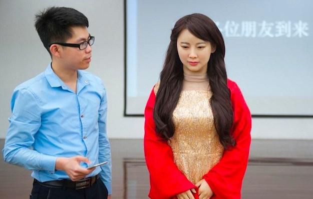 Đại gia Trung Quốc đi mua sắm, 8 robot nữ kè kè hộ tống - 6