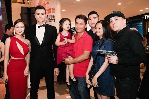 Hoàng Thùy Linh thân thiết với gia đình Vĩnh Thụy - 2