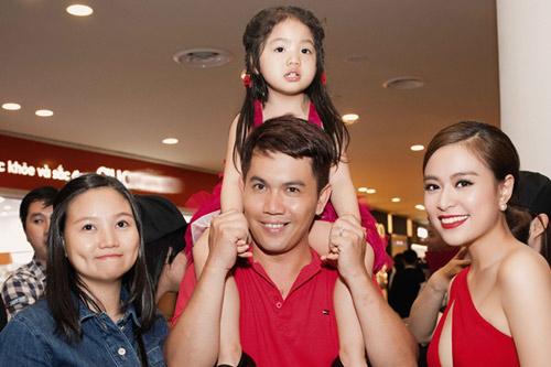 Hoàng Thùy Linh thân thiết với gia đình Vĩnh Thụy - 3