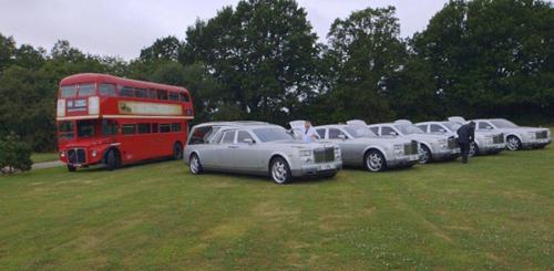 Choáng ngợp trước dàn xe tang Limousine, Rolls Royce tiền tỷ - 1