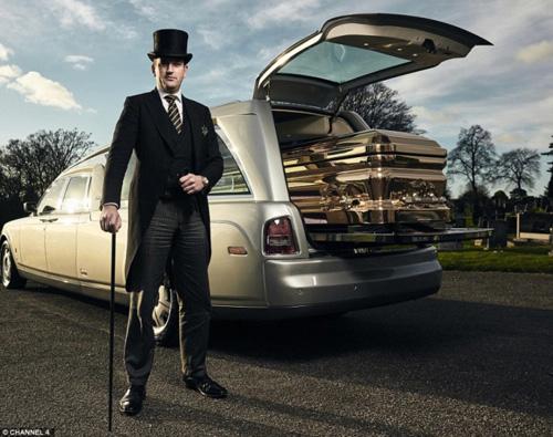Choáng ngợp trước dàn xe tang Limousine, Rolls Royce tiền tỷ - 3