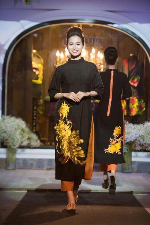 Nữ tính và quyến rũ với áo dài đen bí ẩn - 6