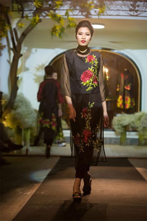 Nữ tính và quyến rũ với áo dài đen bí ẩn - 9