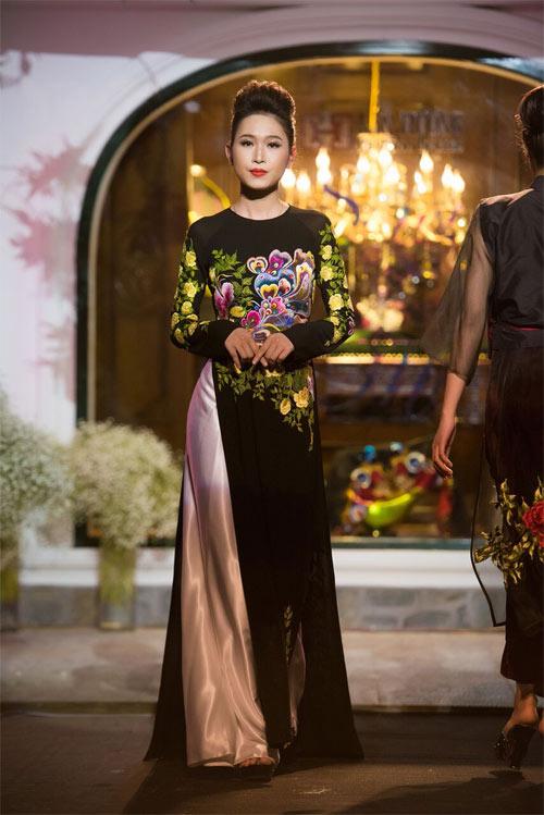 Nữ tính và quyến rũ với áo dài đen bí ẩn - 10