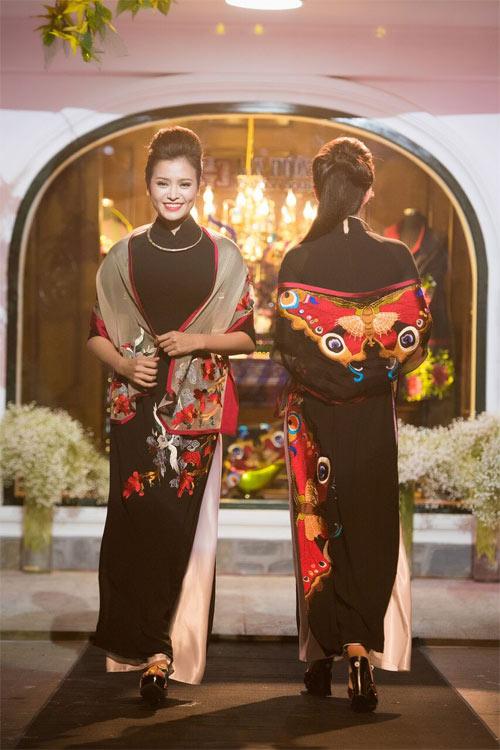 Nữ tính và quyến rũ với áo dài đen bí ẩn - 15