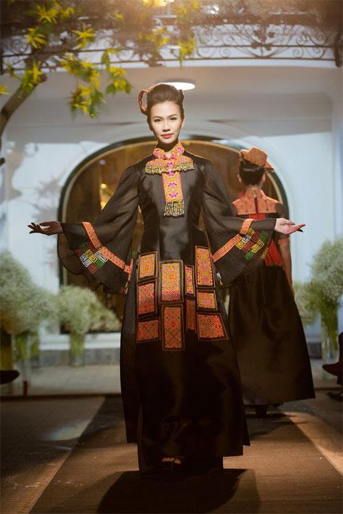 Nữ tính và quyến rũ với áo dài đen bí ẩn - 17