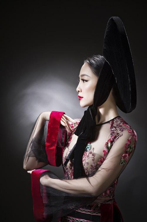 Linh Nga diện áo dài mỏng manh, xuyên thấu - 2