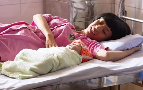 Xúc động với vai người mẹ thiểu năng của Thu Trang - 2