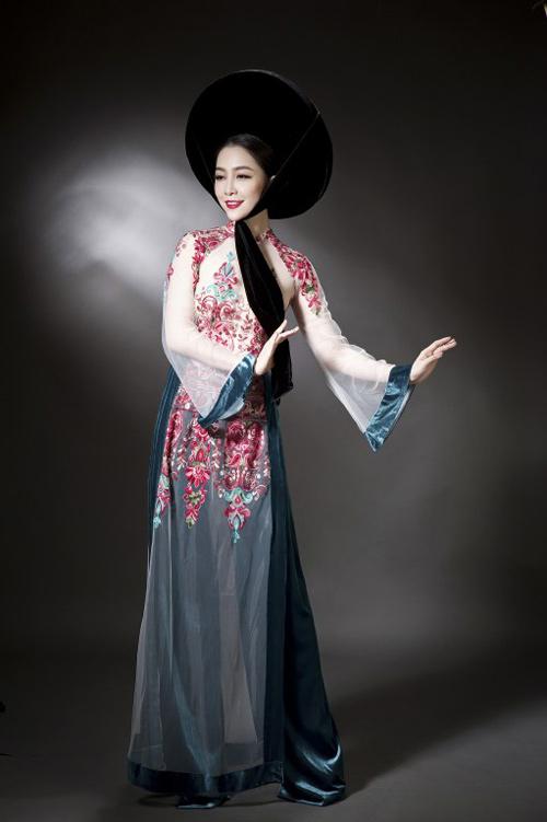 Linh Nga diện áo dài mỏng manh, xuyên thấu - 7