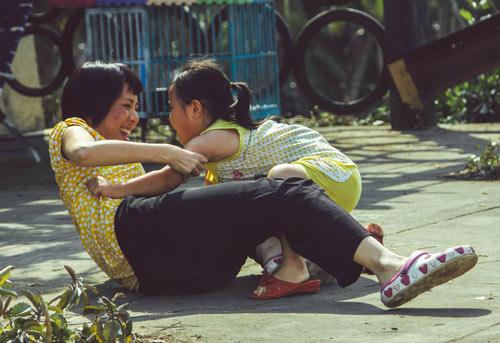 Xúc động với vai người mẹ thiểu năng của Thu Trang - 7