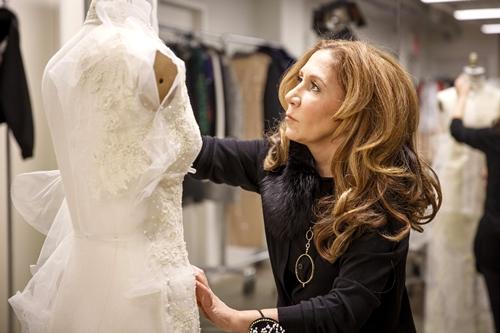 Nghe 6 nhà thiết kế nổi tiếng bày cách chọn váy cưới - 5