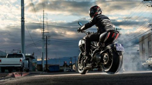 """Ducati Diavel 2016: Siêu xe hành trình """"khủng"""" - 1"""