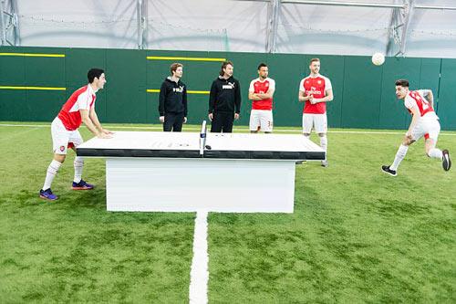 Dàn SAO Arsenal so tài chơi bóng bàn bằng đầu - 1