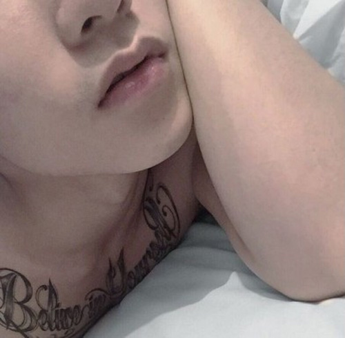 """Sơn Tùng M-TP lộ hình xăm """"khủng"""" trước ngực - 3"""