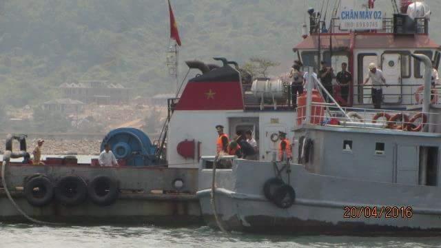 Cứu hộ thành công tàu cá Trung Quốc gặp nạn trên biển - 1