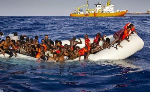 Tàu chìm, 500 người chết đuối khi di cư tới Italia - 1