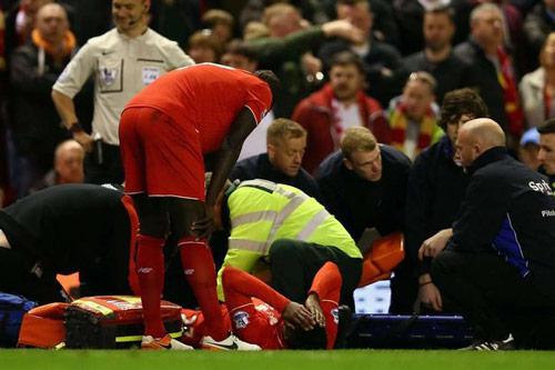 Đốn gãy chân SAO Liverpool, hậu vệ Everton… ăn mừng - 4