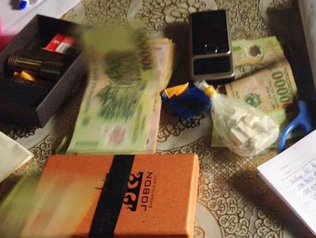 Chồng đi tù, để lại ma túy cho vợ ở nhà bán - 2