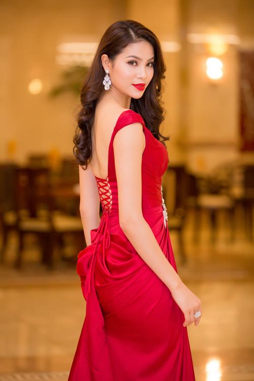Phạm Hương được vinh danh là Người phụ nữ của năm - 3