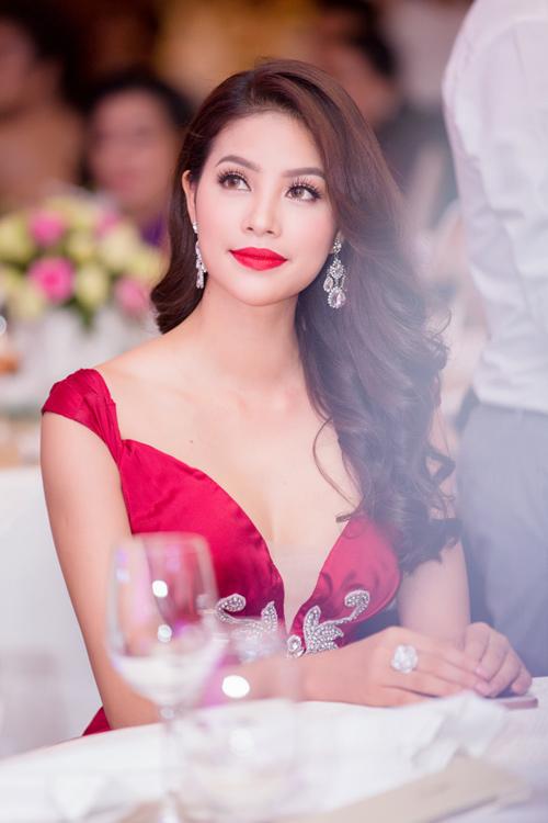 Phạm Hương được vinh danh là Người phụ nữ của năm - 4