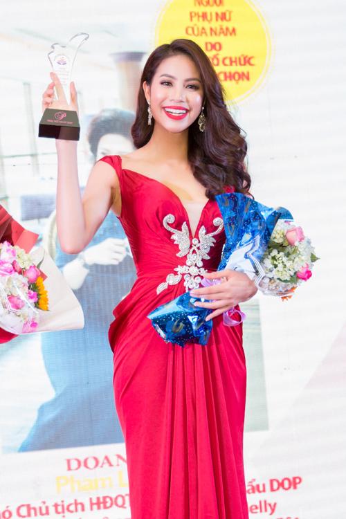 Phạm Hương được vinh danh là Người phụ nữ của năm - 12