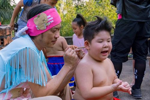 Video phim: Hoài Linh dạy Ku Tin tập võ - 5