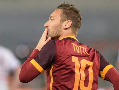 Totti 39 tuổi, 3 phút ghi 2 bàn giải cứu Roma - 1