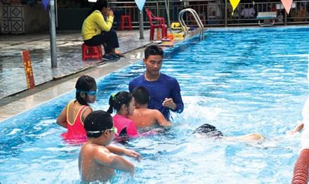 Dạy bơi trong trường học: Đề án 'đắp chiếu', giải pháp nửa vời - 1