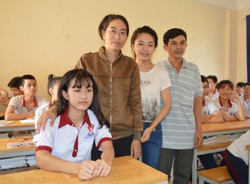 Nữ sinh bị cưa chân trở lại trường học - 2