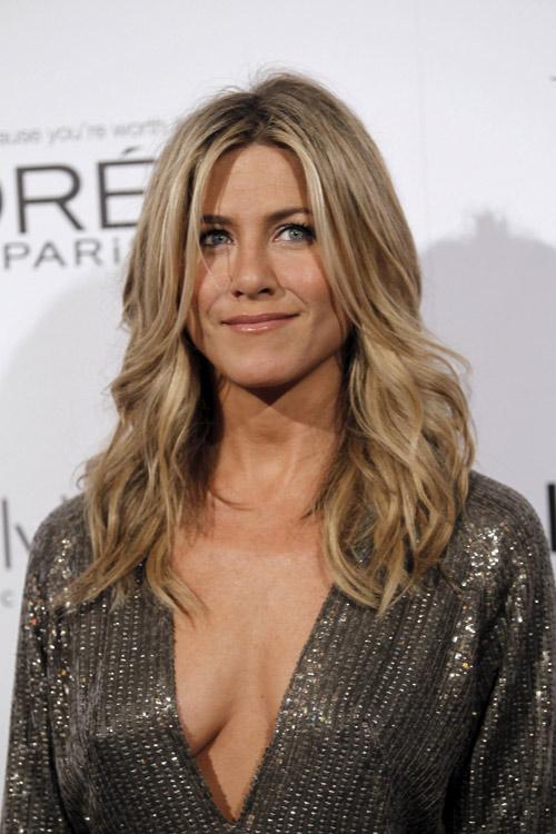 Vợ cũ Brad Pitt là phụ nữ đẹp nhất thế giới ở tuổi 47 - 2