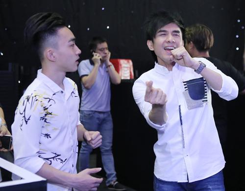 Quang Linh giản dị, xuề xòa bên Đan Trường bảnh bao - 5
