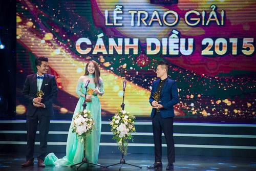 Nhã Phương tặng giải Cánh diều vàng cho Trường Giang - 2