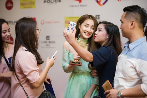 Nhã Phương tặng giải Cánh diều vàng cho Trường Giang - 9