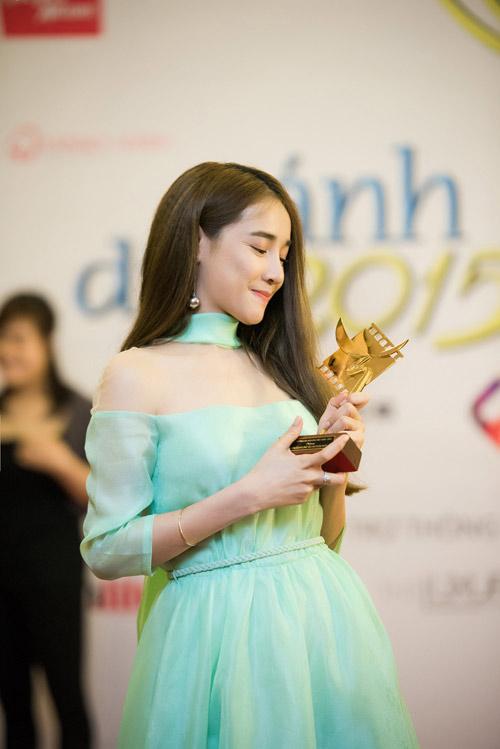 Nhã Phương tặng giải Cánh diều vàng cho Trường Giang - 8