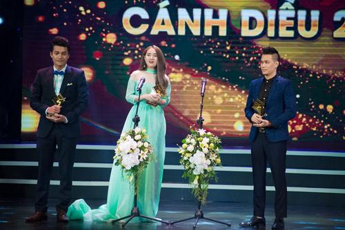 Nhã Phương tặng giải Cánh diều vàng cho Trường Giang - 7