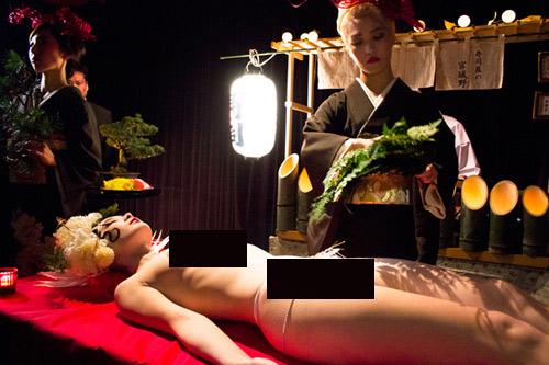 Tất tật về 1 ngày làm việc của mẫu nude trên bàn tiệc - 4