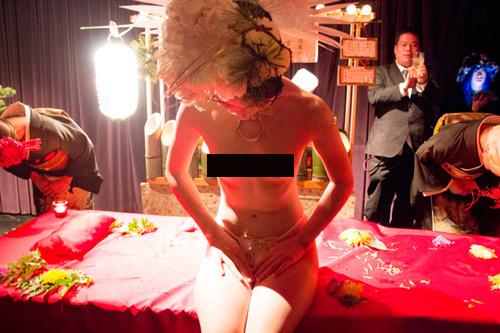 Tất tật về 1 ngày làm việc của mẫu nude trên bàn tiệc - 6