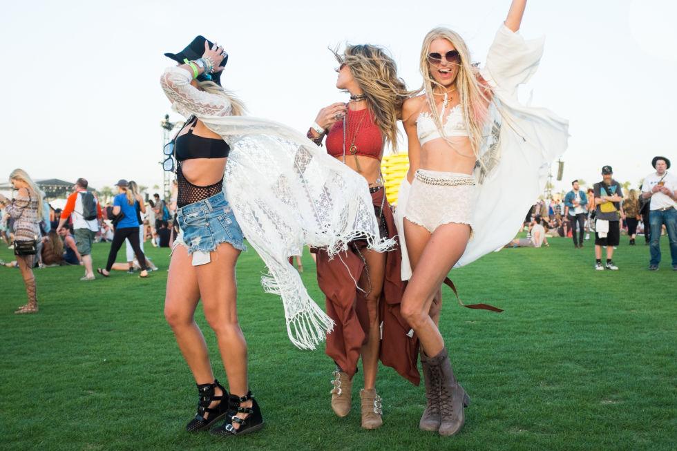Thiếu nữ sexy với nội y, quần ngắn tại lễ hội âm nhạc - 12