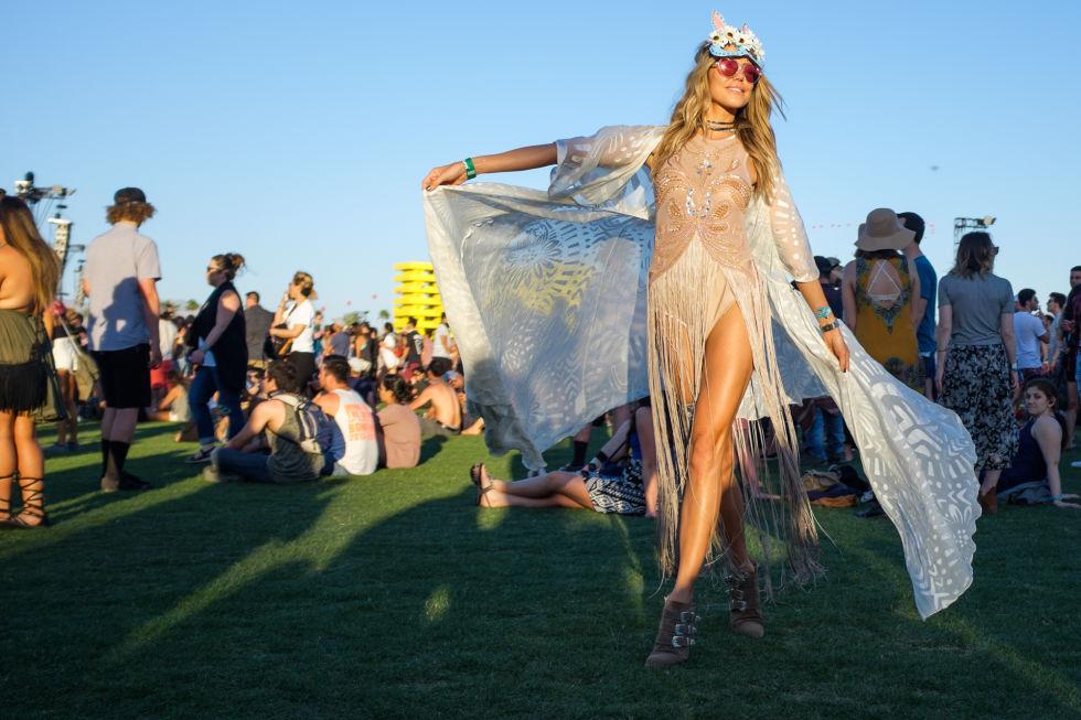 Thiếu nữ sexy với nội y, quần ngắn tại lễ hội âm nhạc - 13