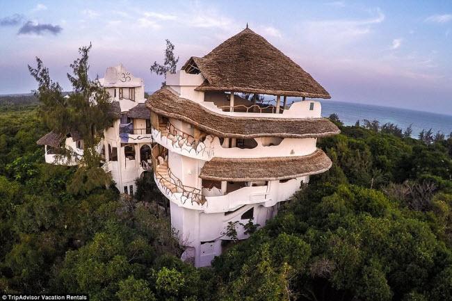 Du khách có thể nghỉ lại trong ngôi nhà cây như thế này khi tới thành phố biển Watamu, Kenya.